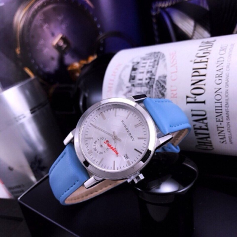 Đồng hồ Burberry da nữ saphire - Giá: 250,000đ